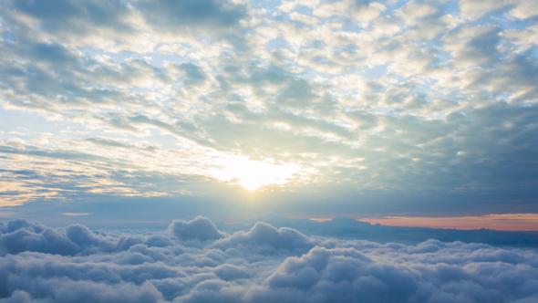 太阳日出视频素材 高空中翻滚的云涌飘动的云彩视频素材下载
