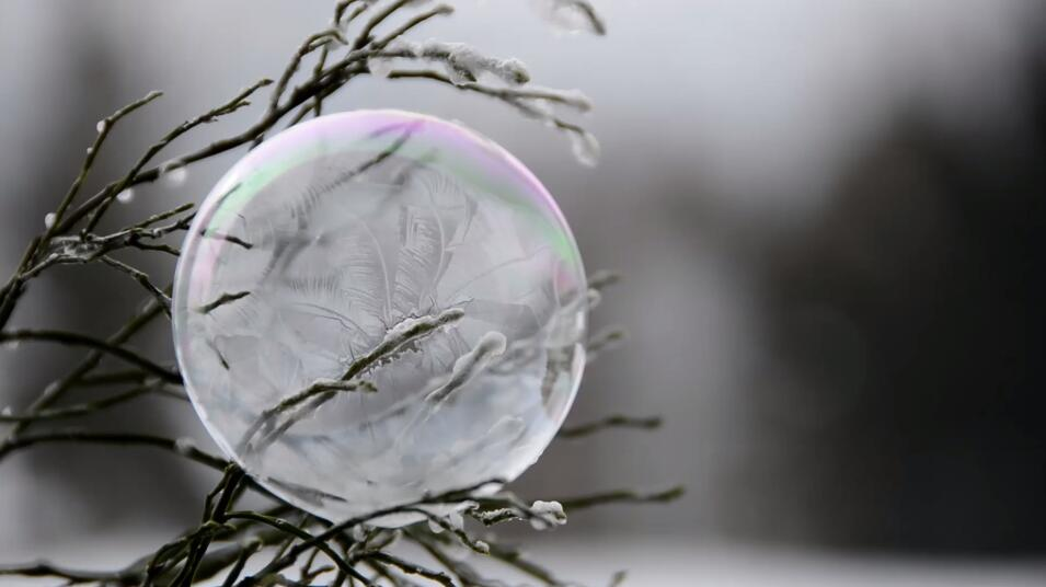 实拍视频素材 冬天肥皂泡冰冻结冰全过程高清视频素材