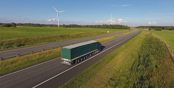 快递快速货运视频素材 卡车在高速公路上快速行驶视频素材下载